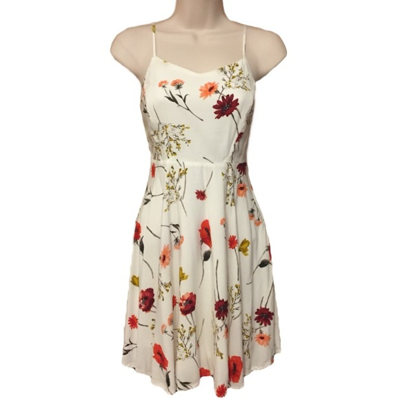 2e2df522087 White Floral Summer Dress XS Old Navy. M 5acebf568df470f9236091d1